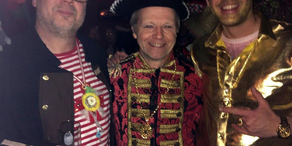 Jecke Piraten. Groß und klein feiern gemeinsam